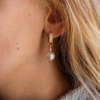Looking for a pearl earring but also want hoop earrings? Say hello to our earring enhancers! These